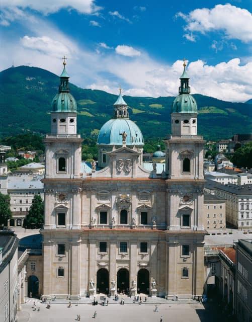 Dom zu Salzburg, Domplatz
